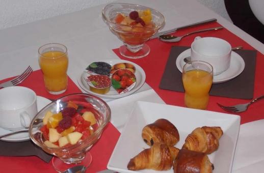 Illustration Exemple petit-déjeuner au Restaurant Hôtel Castel à Sion Centre-Ville