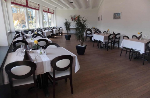 Photo de la Salle du Restaurant dans l'Hôtel Castel à Sion Centre-Ville